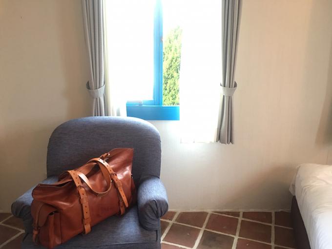 地中海村の部屋の出窓
